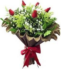 Artvin online çiçek gönderme sipariş  5 adet kirmizi gül buketi demeti