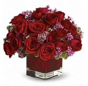 11 adet kırmızı gül vazosu  Artvin çiçekçiler