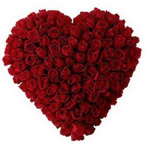 Artvin çiçekçi mağazası  muhteşem kırmızı güllerden kalp çiçeği