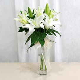Artvin anneler günü çiçek yolla  2 dal kazablanka ile yapılmış vazo çiçeği