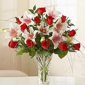 Artvin çiçek mağazası , çiçekçi adresleri  12 adet kırmızı gül 1 dal kazablanka çiçeği