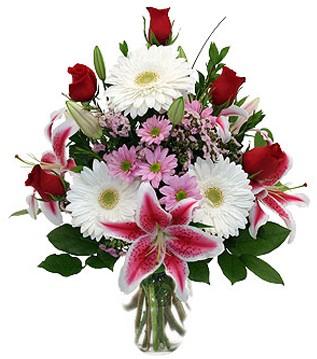 Artvin çiçek mağazası , çiçekçi adresleri  1 dal kazablanka 5 gül ve kırçiçeği vazosu