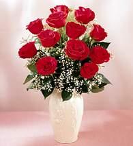 Artvin çiçekçi mağazası  9 adet vazoda özel tanzim kirmizi gül
