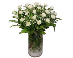 Artvin yurtiçi ve yurtdışı çiçek siparişi  cam yada mika Vazoda 12 adet beyaz gül - sevenler için ideal seçim