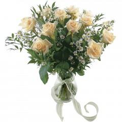 Vazoda 8 adet beyaz gül  Artvin 14 şubat sevgililer günü çiçek
