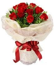 12 adet kırmızı gül buketi  Artvin anneler günü çiçek yolla