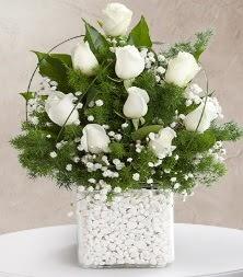 9 beyaz gül vazosu  Artvin çiçek satışı