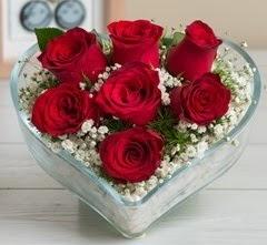 Kalp içerisinde 7 adet kırmızı gül  Artvin çiçek gönderme sitemiz güvenlidir