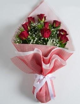 9 adet kırmızı gülden buket  Artvin çiçek satışı