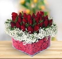 15 kırmızı gülden kalp mika çiçeği  Artvin çiçek satışı