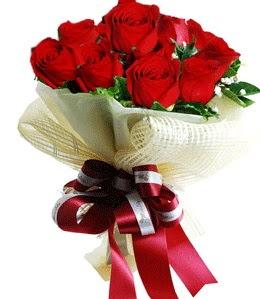 9 adet kırmızı gülden buket tanzimi  Artvin çiçek gönderme sitemiz güvenlidir