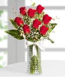 7 Adet vazoda kırmızı gül sevgiliye özel  Artvin çiçek siparişi sitesi