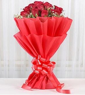 12 adet kırmızı gül buketi  Artvin hediye çiçek yolla