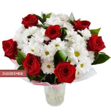 7 kırmızı gül ve 1 demet krizantem  Artvin çiçek gönderme sitemiz güvenlidir