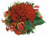 Artvin anneler günü çiçek yolla  12 adet gülden sepet tanzim